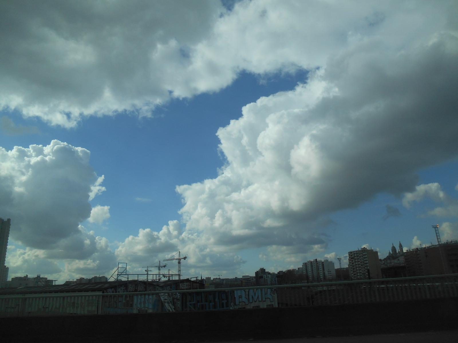 Nuages dansants ( Paris )